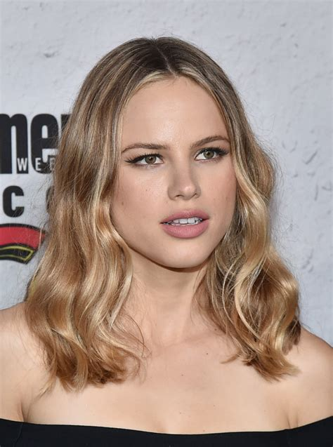 halston sage medium wavy cut shoulder length hairstyles