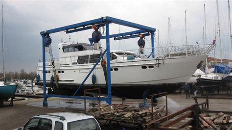 boten lift botenlift marina hanzeland maasbommel