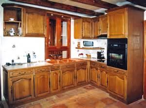 un ensemble de cuisine traditionnel sur mesure bois le