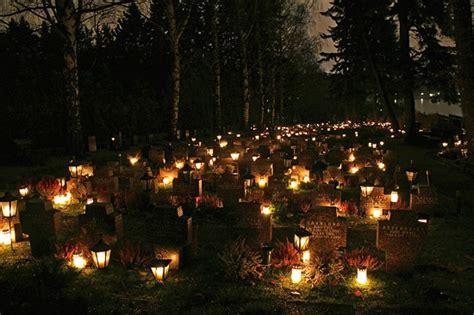 heiligabend traditionen der weihnachtsmann geht am heiligabend auf den friedhof