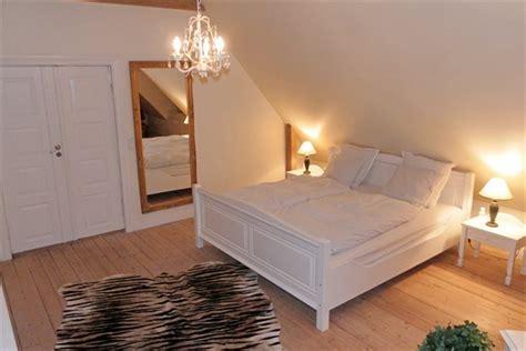 hoher nachttisch für boxspringbett farbkonzept wohnzimmer gr 252 n