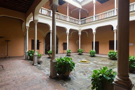 cortile spagnolo cortile palazzo di cordova granada spagna immagine