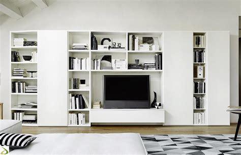 soggiorno a parete soggiorno con guardaroba onda arredo design