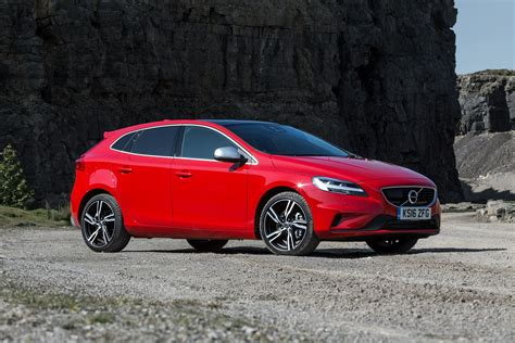volvo hatchback new volvo v40 t2 122 momentum 5dr petrol hatchback for
