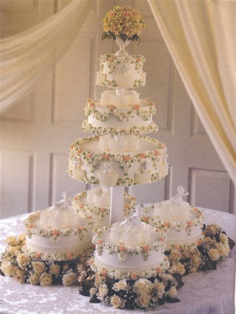 Wilton Wedding Cakes by Wilton Wedding Cakes