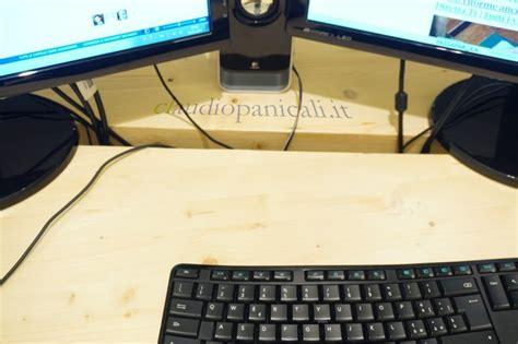 tavoli scrivanie tavolo in legno scrivania su misura cassetti passacavo
