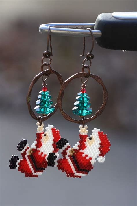 pattern for beaded christmas earrings santa earrings navidad pinterest christmas trees