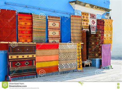 tappeti messicani parete di un deposito locale con i tappeti fatti a mano