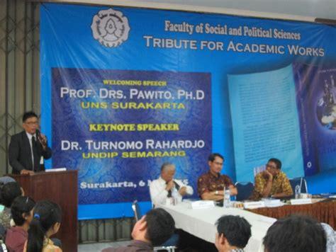 Komunikasi Multikultural Penulis Andrik Purwasito bedah buku andrik purwasito komunikasi multikultural atau