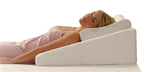Sleep Apnea Wedge Pillow by Contoured Bed Wedge Angled Sleeping Wedge Comfort Discovered