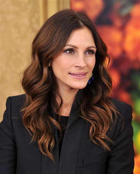 ombre hair over 40 julia roberts at the eat pray love premiere hello dollface