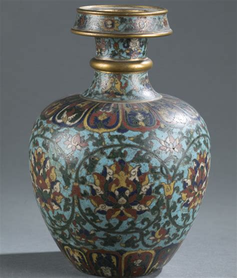 Vase Auction by Vase Valued At 500 Sells At Auction For 812 000