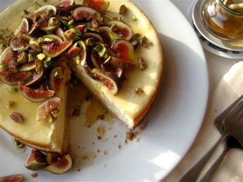 goat cheese cheesecake goat s cheese cake with figs and honey mybestdaysever com