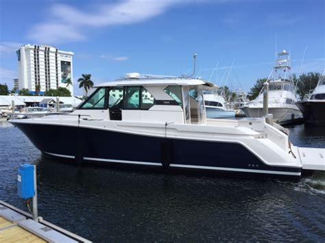 tiara boats q44 2016 tiara q44 custom huge price reduction the hull