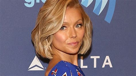 how does kelly ripa do her hair kelly ripa is going through her blue period blue hair