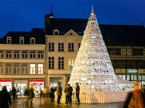 ceramic plate christmas tree in hasselt belgium by mooz