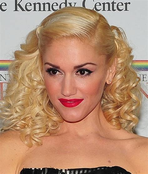gwen stefani hairstyle medium blonde curly hairstyle with bangs 28 gwen stefani hairstyles gwen stefani hair pictures