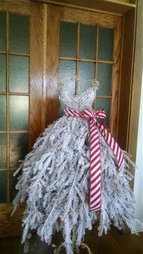 DIY Tutorial: Dress Form Christmas Tree on Wire Frame with Real Pine B ? Mannequin Madness