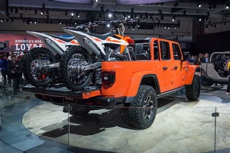 jeep fulfills  truck dreams    gladiator