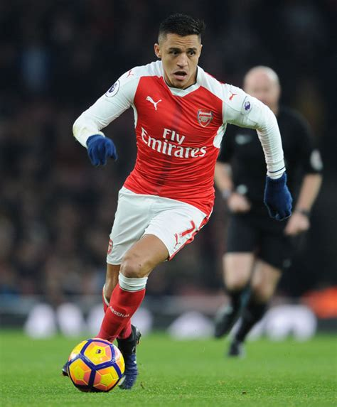 alexis sanchez arsenal alexis sanchez arsenal star talks contract situation