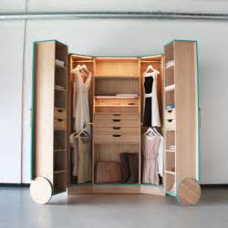 kleiner kleiderschrank cleverly designed walk in closet showcasing practicability