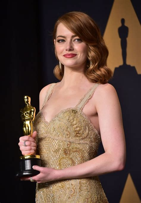 emma stone oscar emma stone wins 2017 oscar for actress in emma stone