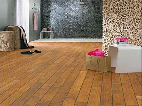 Beau Parquet Salle De Bain #5: parquet-en-teck-brun-fonce-pour-grande-salle-de-bain.jpg