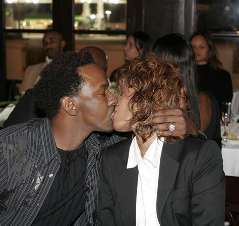 Bobby Brown And Whitney Houston Kiss At Kim Porters