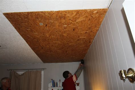 Low Cost Ceiling by Remodelaholic Rustic Pallet Wood Ceiling Tutorial