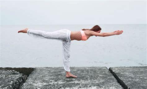 imagenes de yoga para bajar de peso fotos posturas de yoga que te har 225 n lucir sensacional en