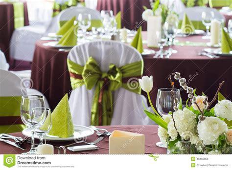 Hochzeitstafeln Dekorieren by Blumen Auf Hochzeitstafel Stockfoto Bild 40465059