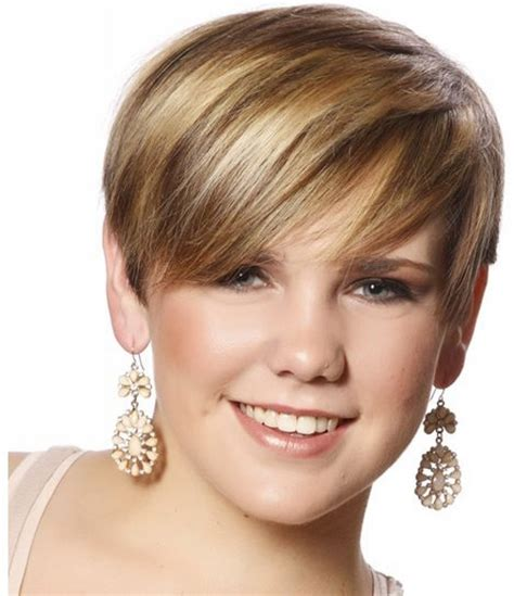 very short hairstyles with highlights short brown hair with caramel highlights