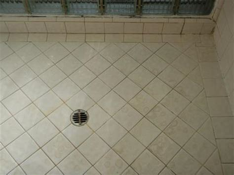 cleaning tiles in bathroom cleaning bathroom tile how to clean bathroom tile