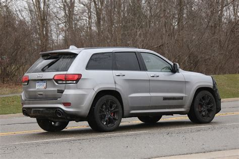 jeep hellcat jeep grand cherokee hellcat latest spy shots gtspirit