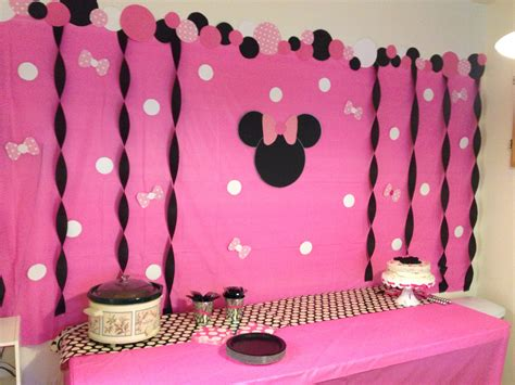 birthday themes minnie mouse madison s minnie mouse birthday party diy backdrop