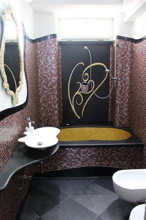 piastrelle bagno viola bagno in mosaico viola e oro mondo mosaico italia