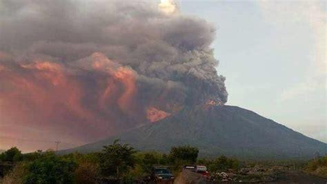 detik news gunung agung gunung agung erupsi bnpb tak ada peningkatan gempa vulkanik