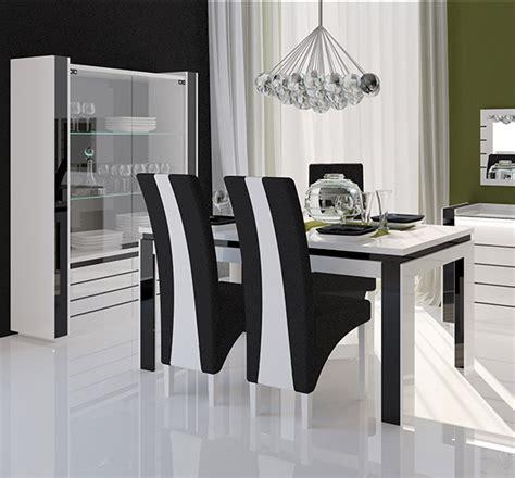 chaise de salle a noir et blanc