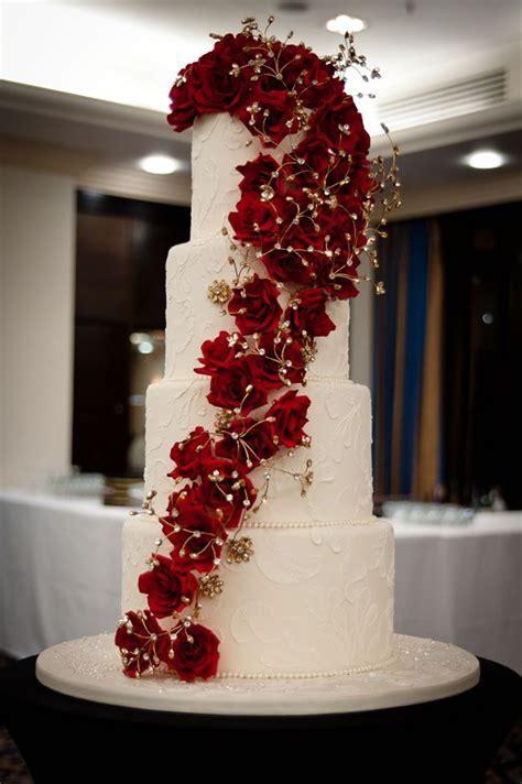 Best 25  Christmas wedding cakes ideas on Pinterest
