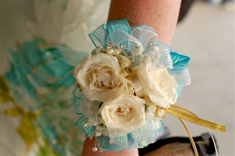 whats corsage style for 2015 prom time what is your prom style