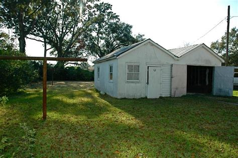charming craftsman s cottage in free town lafayette la