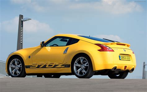 2010 Nissan 370z Yellow Widescreen Car Wallpaper