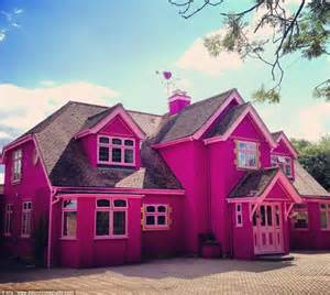 Is this barbie dream house 8pics