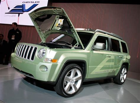 jeep range of vehicles detroit 2009 jeep patriot extended range vehicle appears