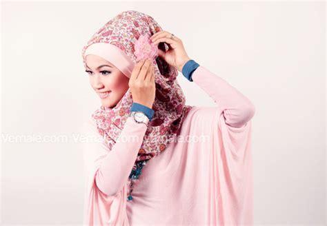 tutorial segi empat lebar cara memakai jilbab segi empat modern kreasi ala butik