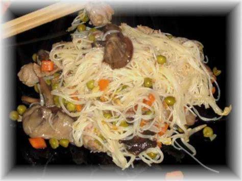come cucinare gli spaghetti di riso cinesi come preparare gli spaghetti di riso con sugo di pollo e