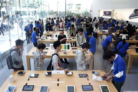 apple employee apple aapl employees favorite perks here are 7 of