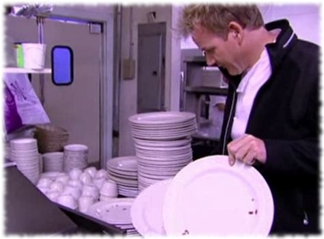 Kitchen Nightmares You Re A Joke Gordon Ramsay Finds Roaches In The Kitchen Of