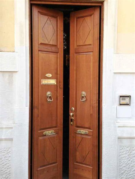 posa porta blindata posa di porte blindate a due ante