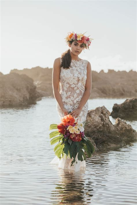 Tropical Boho Wedding Photoshoot in Hawaii   Romantic